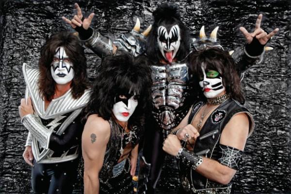 Kiss: nei negozi un'edizione deluxe di 'Love Gun', tracklist