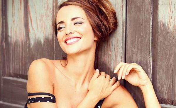 Al via X Factor 2014: Giulia Penna si spoglia e viene insultata dai giudici (video)