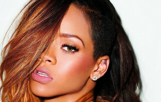 """Rihanna, il nuovo album è """"Wildflower"""", spunta sul web una probabile tracklist"""