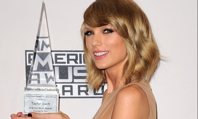 Taylor-Swift-at-amas-c3