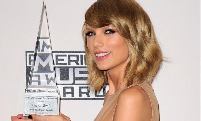 Taylor-Swift-at-amas-c3