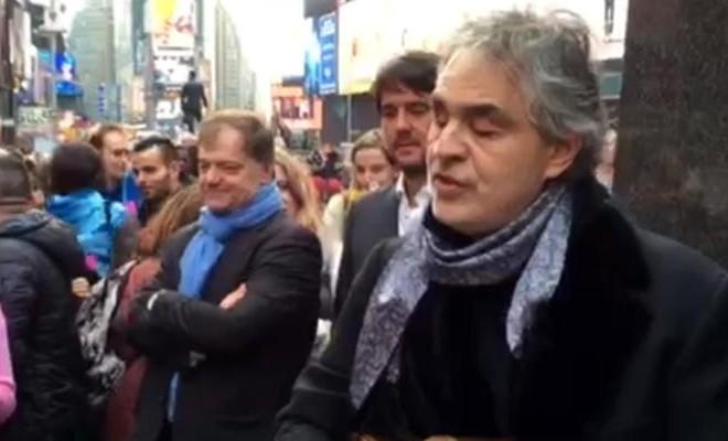 Bocelli a Times Square per i senzatetto