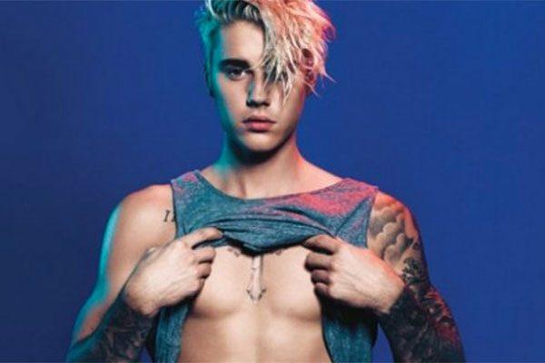 Lite con i fan per Justin Bieber: lancio del microfono durante il concerto