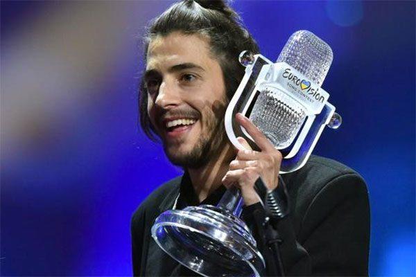 Trapianto di cuore per Salvador Sobral: il vincitore dell'Eurovision song Contest è fuori pericolo
