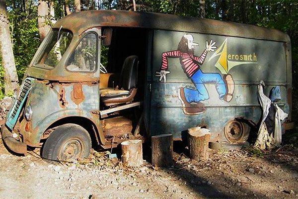 Aerosmith, il furgone storico ritrovato in un bosco: immenso valore collezionistico