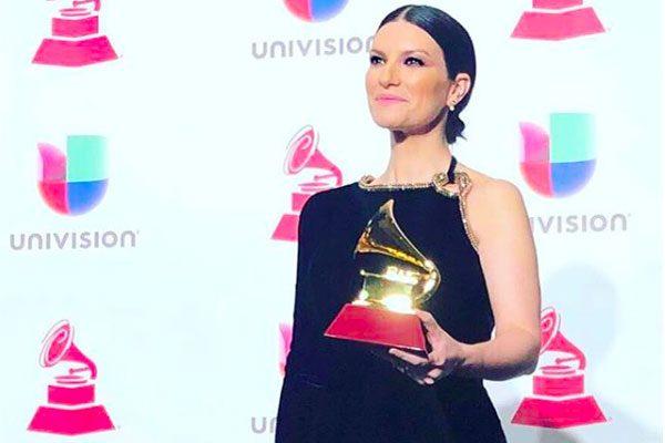 Laura Pausini vince ai Latin Grammy: il primo pensiero va alla sua Italia