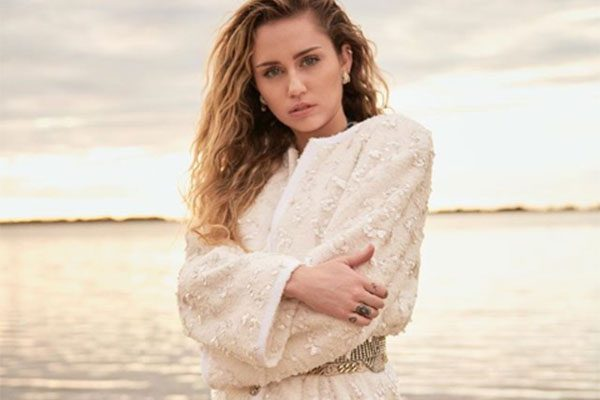"""Miley Cyrus senza veli, parla di amore """"Non ha a che fare con sesso e genere"""""""